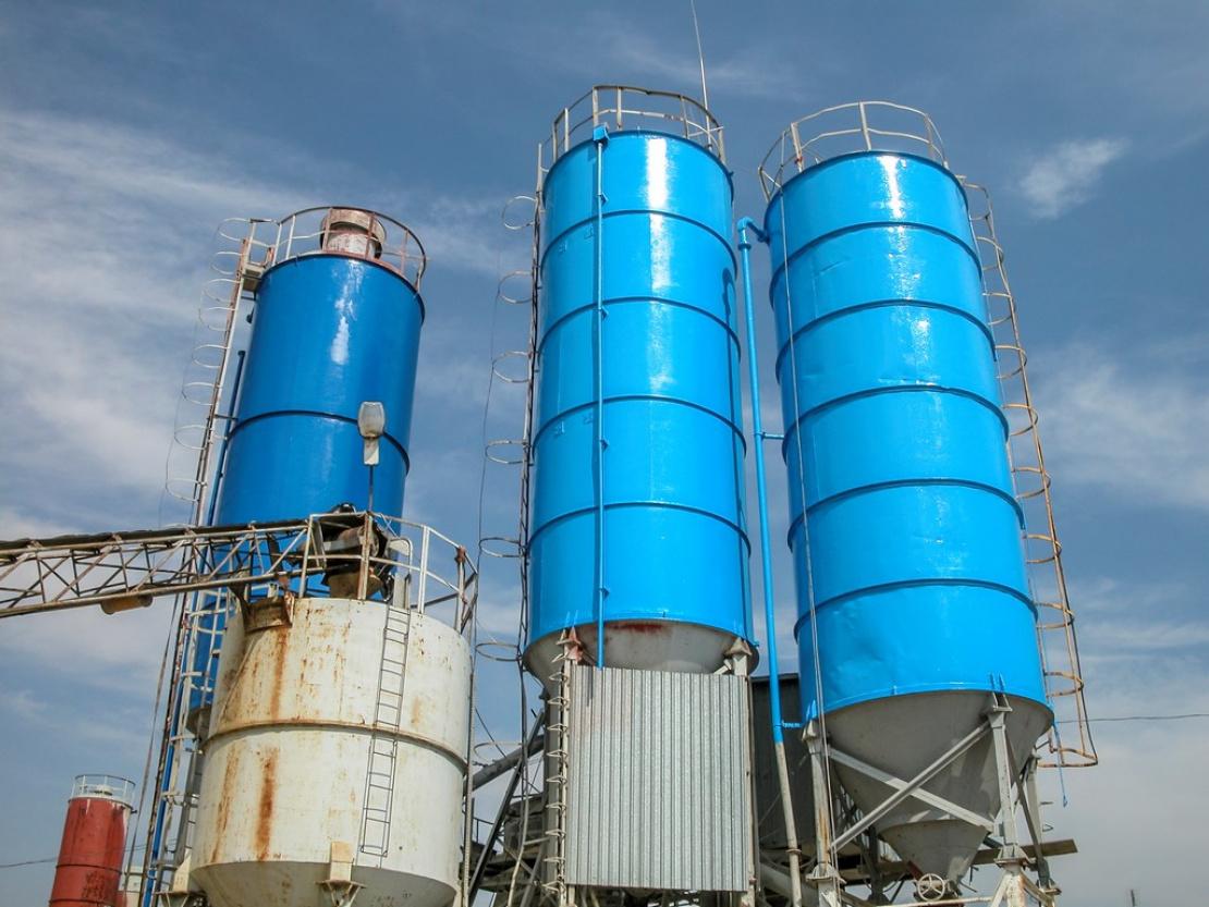 Zabezpieczenie antykorozyjne silosów cementu