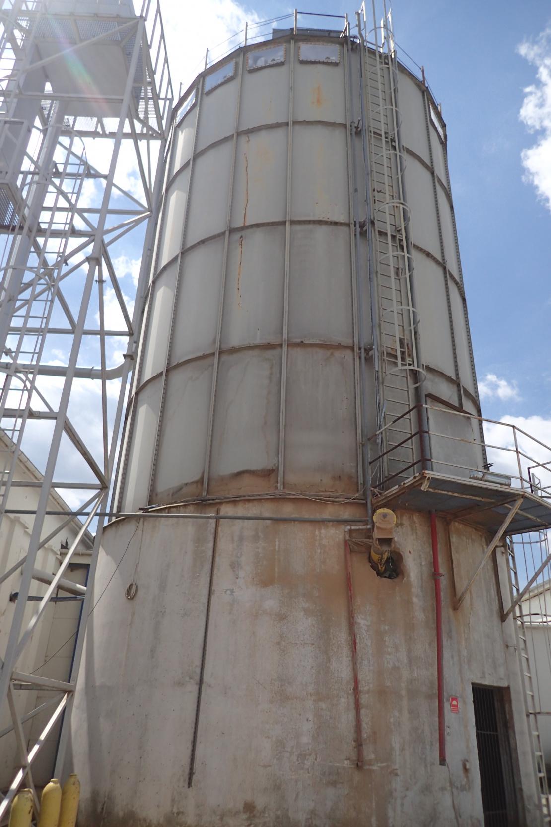 Zabezpieczenie antykorozyjne zbiornika stalowego - stan przed remontem